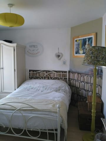 Spacious Double Room with FREE parking & Wi-Fi.