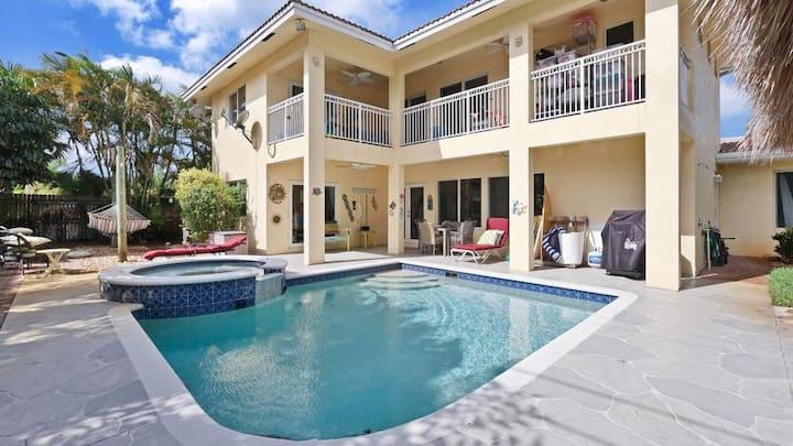 Resort Villa  Heated Pool Tiki One Mile to Beach