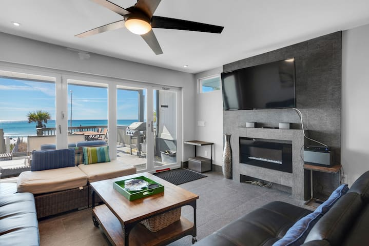 2BR Beach Front☀Klaus House #2☀Feb 17 to 20 $716 Total! GulfFront Deck & Balcony