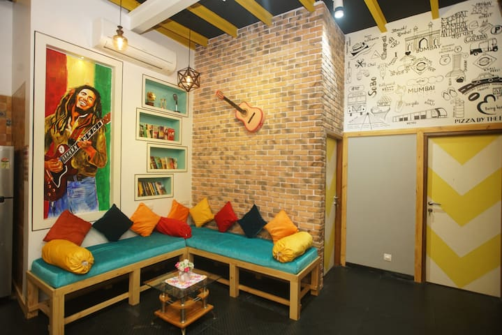 Budgeted Shared Backpacker Hostel in Mumbai