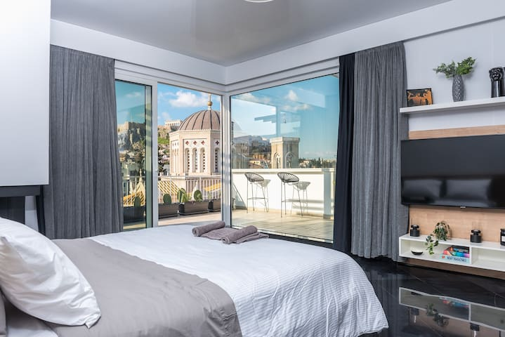 Private Loft Suite with stunning view of Acropolis