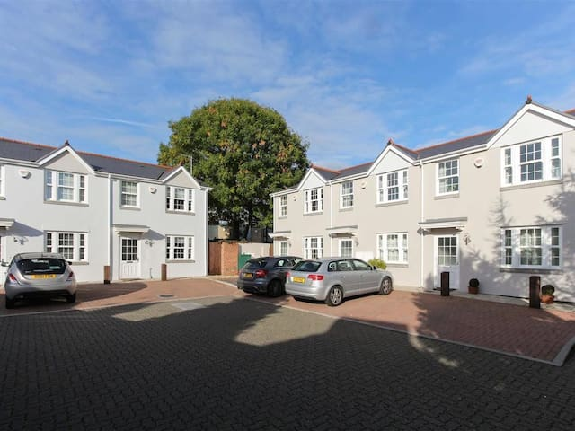 Superb 2DB house very close to Cardiff city centre - Cardiff