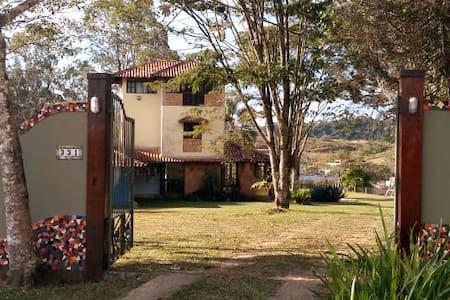 Quarto em casa na montanha em Ipiabas.