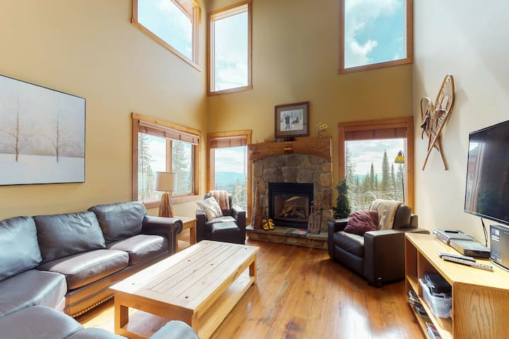 Ski-in/ski-out home w/ private hot tub & great location by village