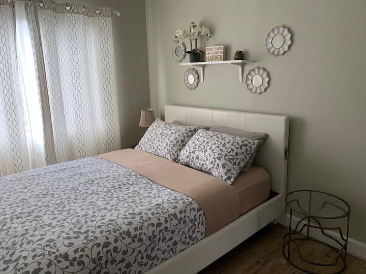 Los Feliz Furnished One Bedroom Apt + Free Parking
