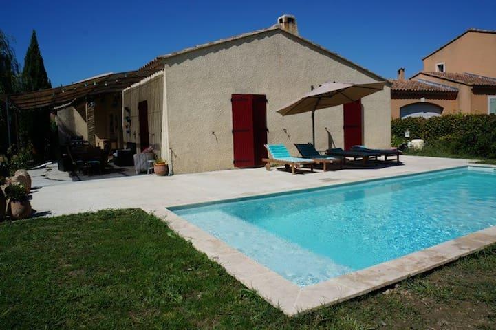 Location de vacances avec piscine, proche d'Avignon, 6 couchages