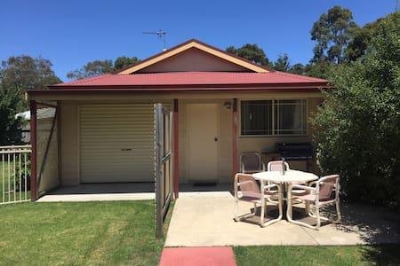 Peaceful self contained cabin close to town centre - Inverloch
