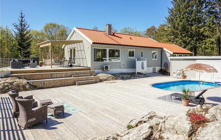 Amazing home in Førresfjorden with Outdoor swimming pool, WiFi and Heated swimming pool