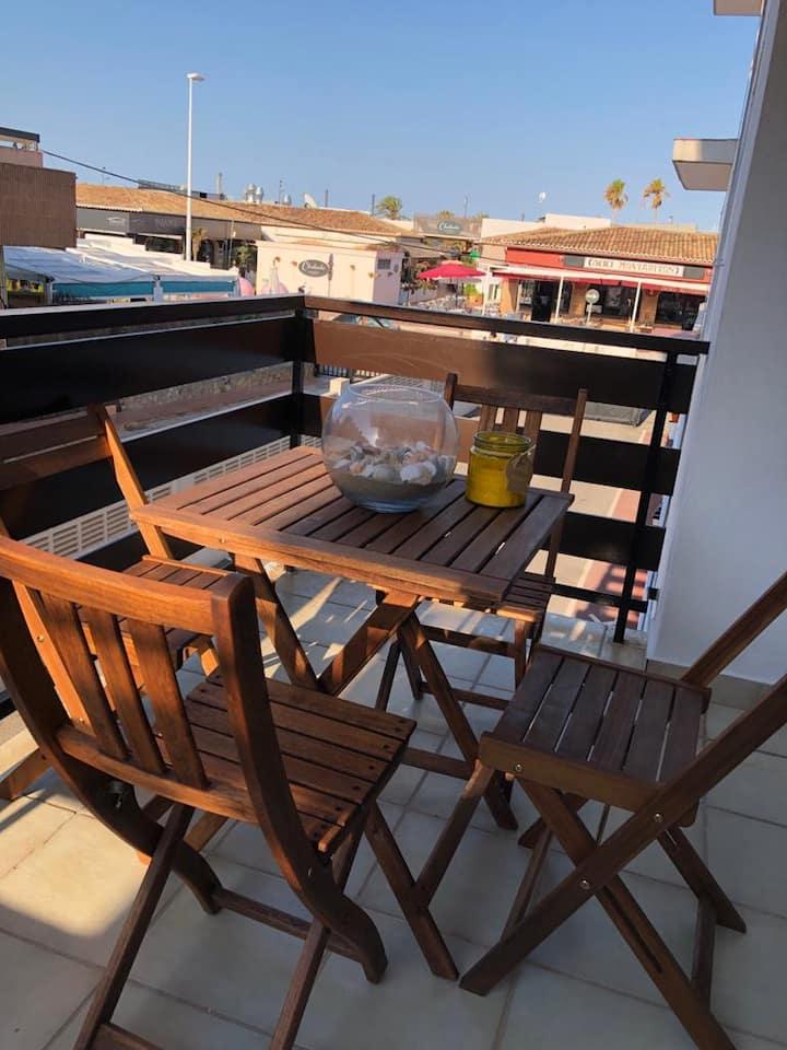 Apartamento enfrente de la playa con wifi y  tv st
