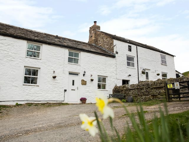 ISAACS BYRE, pet friendly, with open fire in Alston, Ref 972623
