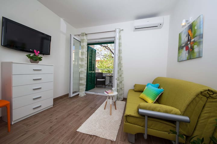 Lala - Comfy One Bedroom Apartment with Balconies