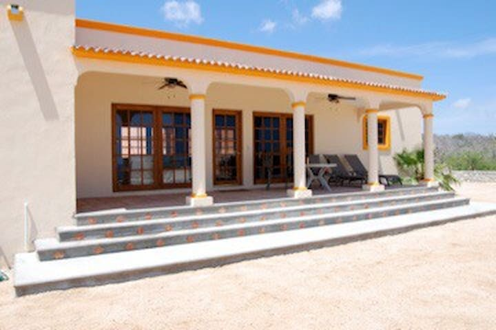 Casa de Ron Private, one lot from beach