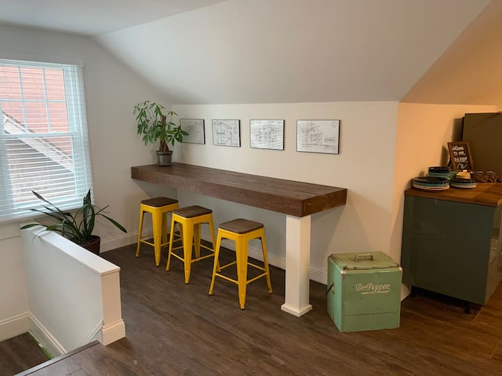 Shaker Lakes Airbnb Loft (Near Everything)