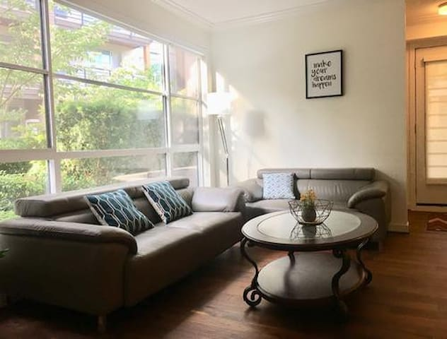 Cozy 3 Bedrooms Condo in UBC