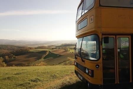 Bus impérial, 24h insolite & atypique, en Ariège
