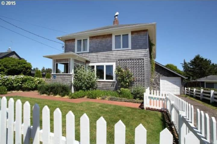 The Blue Door Beach Cottage-4 BDRM