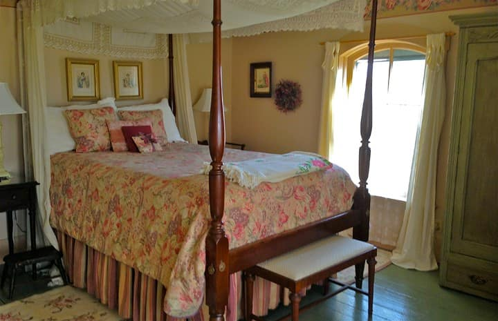 Rose Room at the Strawberry Farm Bed and Breakfast