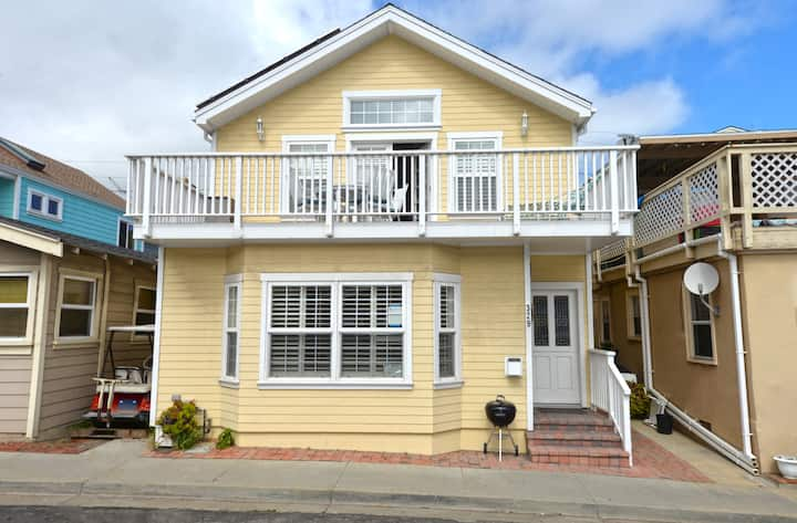 329D: Two-Story Avalon Home, Deck, Fireplace, WIFI, BBQ