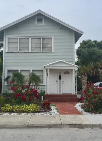 NEWLY RENOVATED 2 BEDROOM, 1 BATH IN LAKE WORTH!