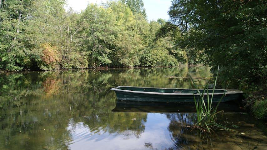 Charmant T1 proche rivière et centre bourg - Saint-Aigulin - Leilighet