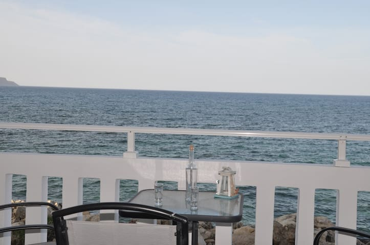 N1 Parianna 7 meters from the sea!! - Καλύβες - Pis