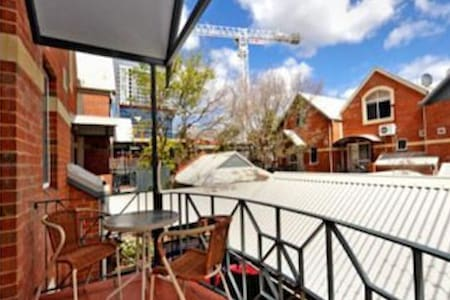 Antique town house in Perth city - Perth - Haus