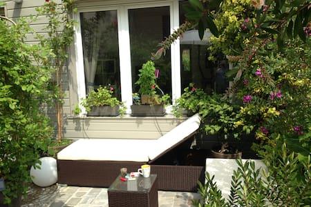 Room + ensuite bathroom + terrasse - อัลฟอร์ตวิล - ที่พักพร้อมอาหารเช้า