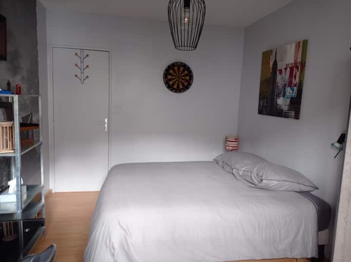 Chambre calme dans logement partagé