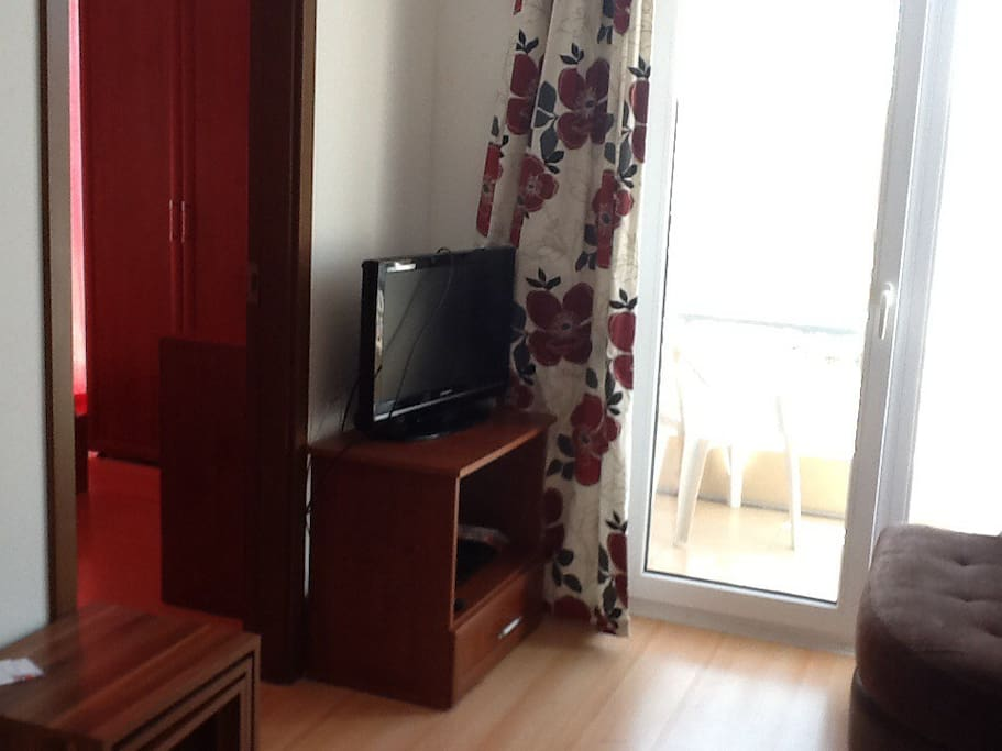Tv  and access to balcony