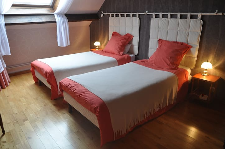 Le Bocage. Room Bleue du Nord - Sorbais - Bed & Breakfast