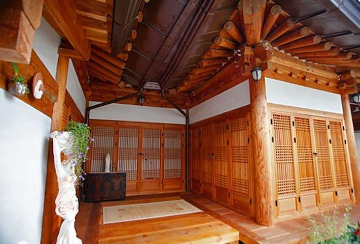 YLCC Jeonju Hanok-stay #Love - Wansan-gu, Jeonju - House