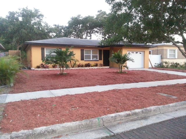 SFH in Dog friendly Dunedin, FL - Dunedin - House