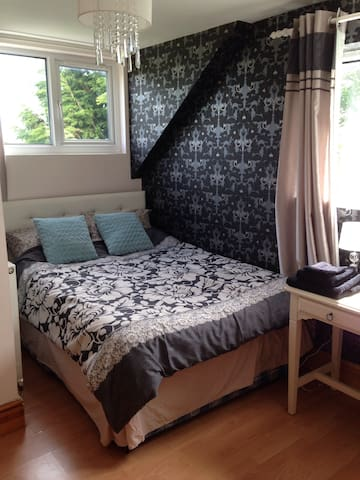 Lush double room Nr Cardiff Airport - Nr Cardiff - Casa
