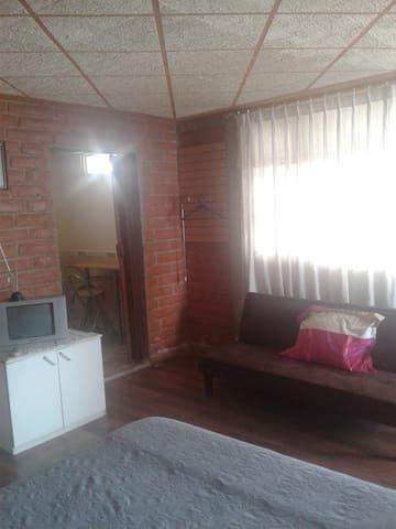 Habitac 1 o 2 p. con baño privado. Independiente
