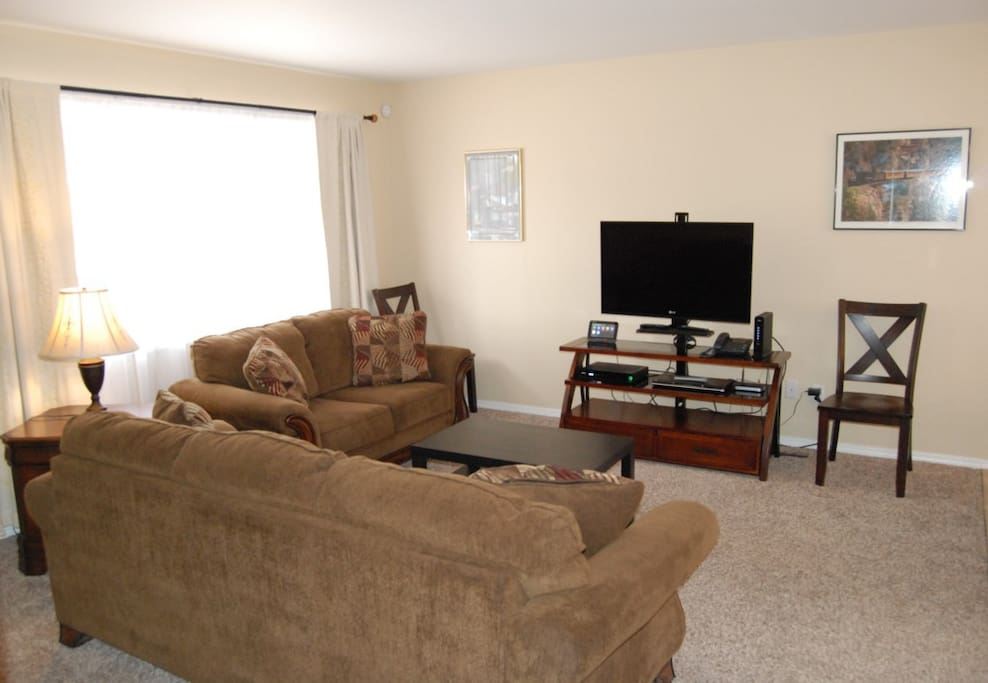 Living room has flat screen TV, DVR, DVD Player and wireless internet