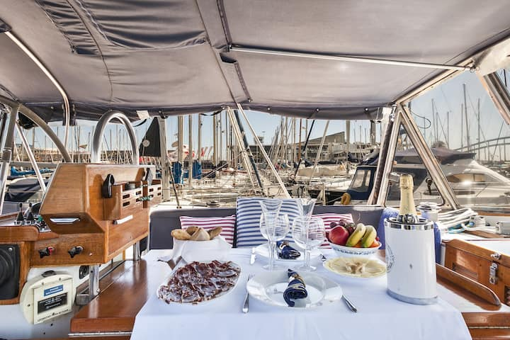 Sleep and sail in Barcelona