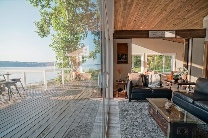 Million Dollar WaterFront Home with Beach