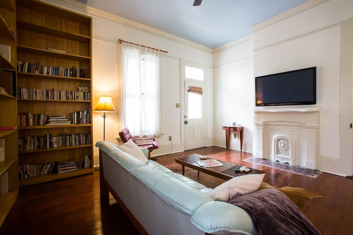 A Huge Luxury Garden District Flat! - New Orleans - Apartment