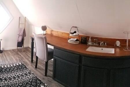 Hatfield McCoy House Inn Bunkhouse