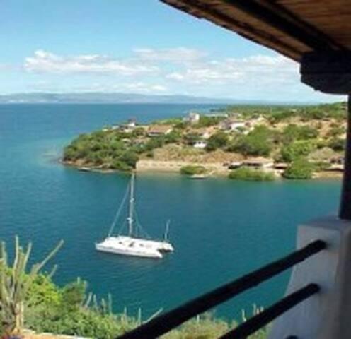 Belle villa au bord de la mer - Ensenada Honda km 99 via mariguitar - Villa