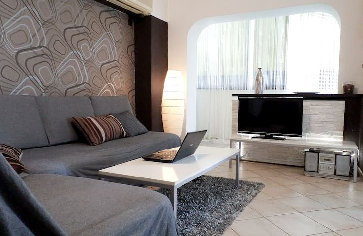Central very MODERN 2-ROOM, Marriot - Boekarest - Appartement