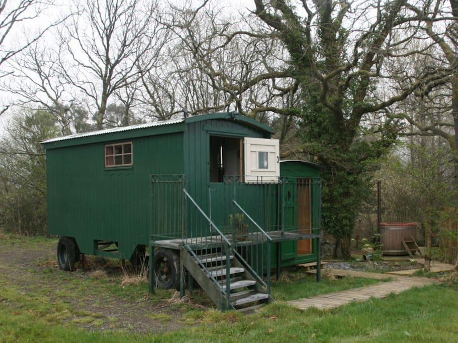 Shepherd's Hut, bathroom & Hot Tub.