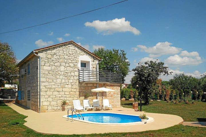 Istrische Steinhaus mit Pool für 6 Personen