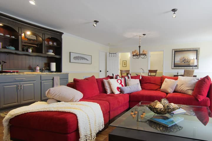 Cozy & Chic in Holly Springs