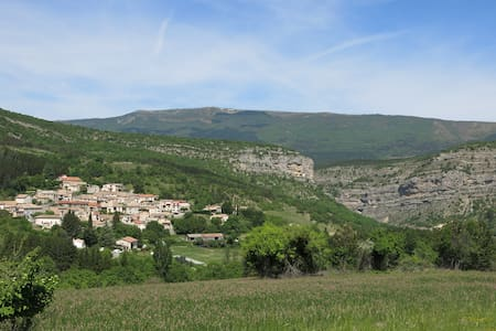 Petite maison de village à Antonave