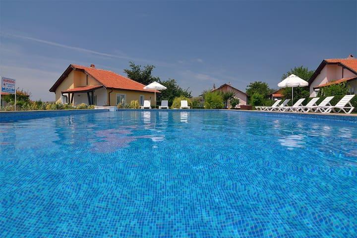 Sunny Hills Villas 2 - Bryasotvets - Dům