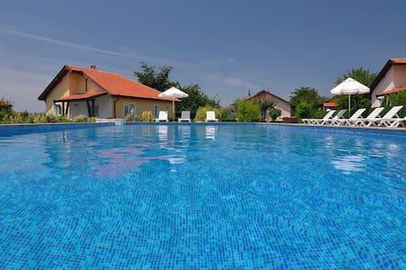 Sunny Hills Villas 2 - Bryasotvets - Σπίτι