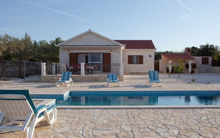 Holiday home Mirca, Supetar - Mirca - 一軒家
