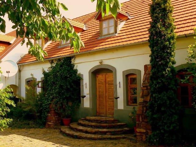 Hangulatos családi ház - Kõvágóörs - Casa