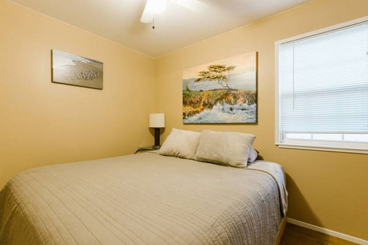 #A really nice king size bed 5 min to beach